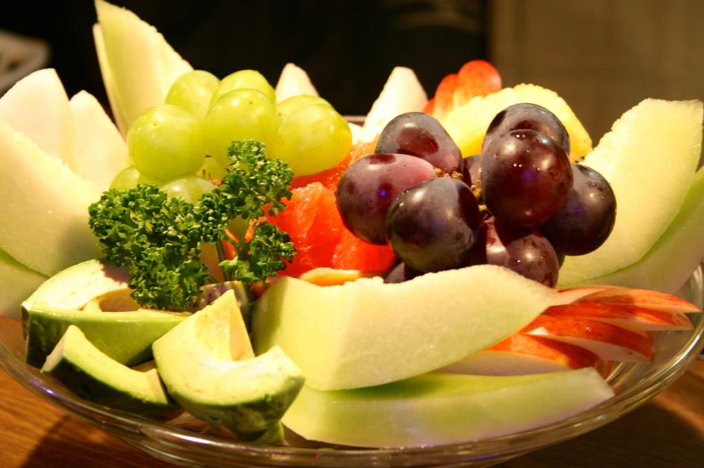 フルーツ ¥4,000 このメニューは毎日同じではありません。季節などによって選んでいます。どんなフルーツがあるかは当日のお楽しみ!